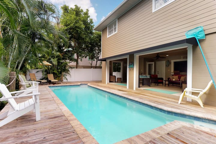 Bayside home w/ a private pool & Ping-Pong - two blocks from Bean Point beaches