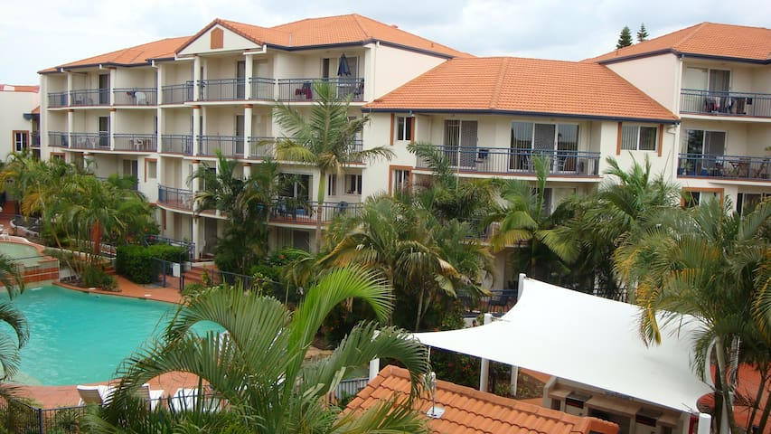 Deluxe Resort Minutes from Beaches - Southport - Flat