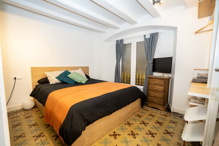 Comfortable ROOM in GOTHIC QUARTER!