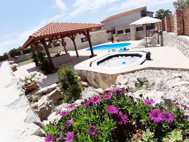 Holiday house Simurina with pool and jacuzzi