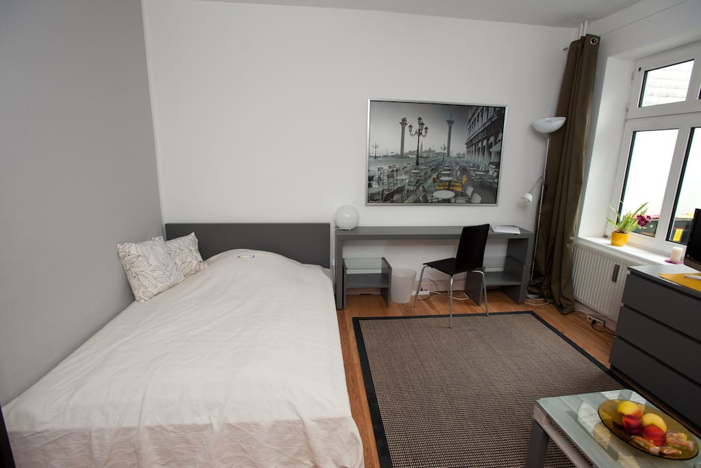 nice room near by schanzenviertel apartments for rent in hamburg hamburg germany. Black Bedroom Furniture Sets. Home Design Ideas