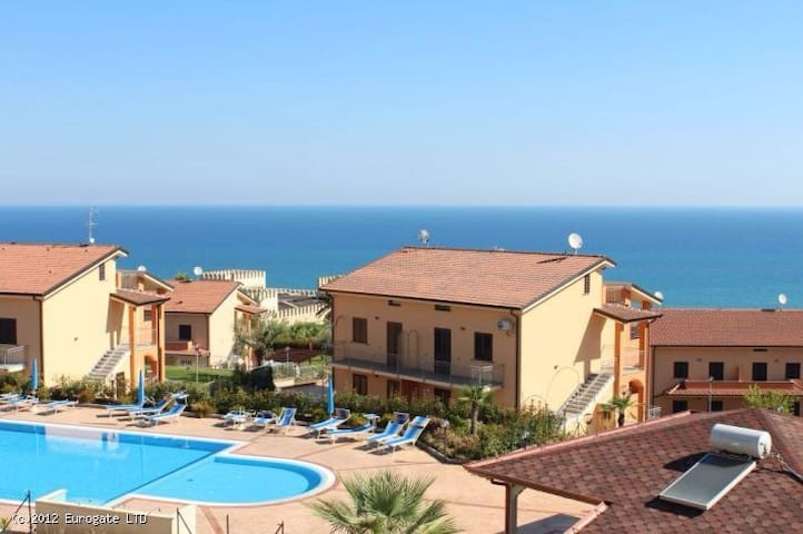 Townhouse with sea view and garden - Marina di Mandatoriccio - Dom