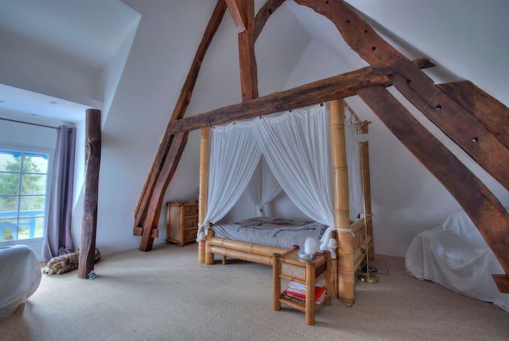 Chambre zen dans maison de charme. - Saint-Bouize - Dům