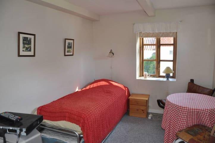 Mellergaarden BNB room 2 - Brønderslev - Houten huisje