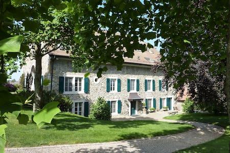 GRANDE SUITE DE LUXE + SDB, B&B, sur jardin, calme - Pampigny