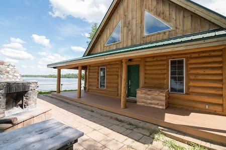 Stunning Log Home Rental on Mink Lake!