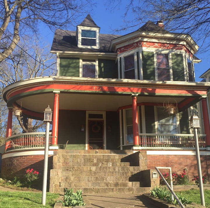 Gorgeous Historical– location, affordable, space