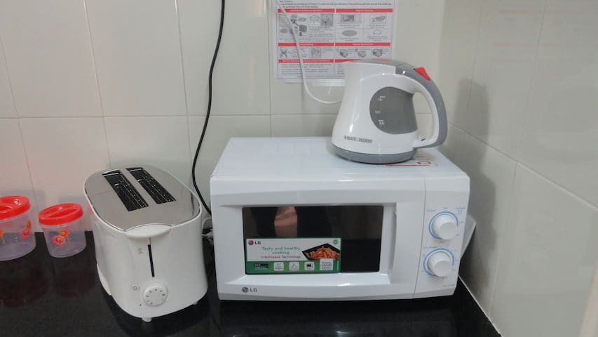 4 Bread Toaster, Hot Water kettle and Microwave