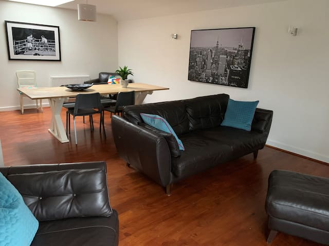 Wokingham  - Huge 3 Bedroom luxury Penthouse