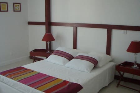 Chambre  Basque - Buros - Bed & Breakfast