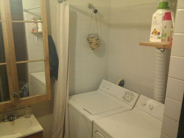 Washer dryer, Soap + Bleach included