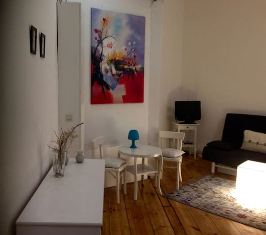2-room apartment in Friedrichshain/furnished/WIFI