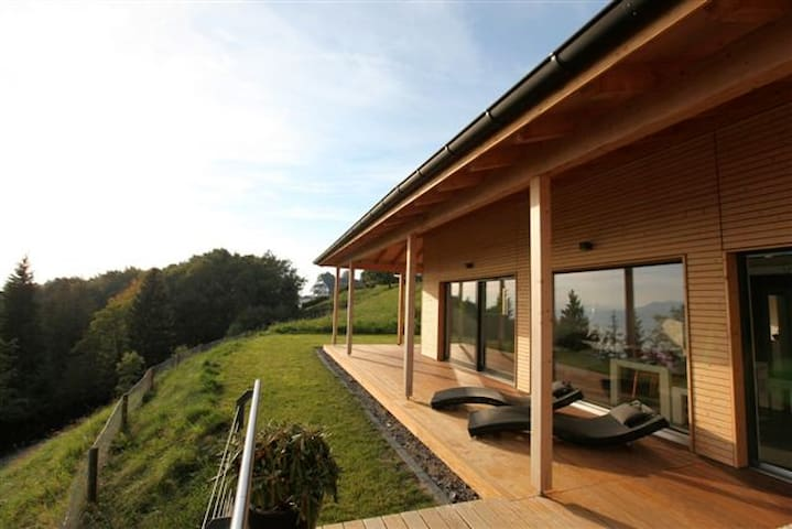 Design wood house with amazing view - Chardonne - Casa