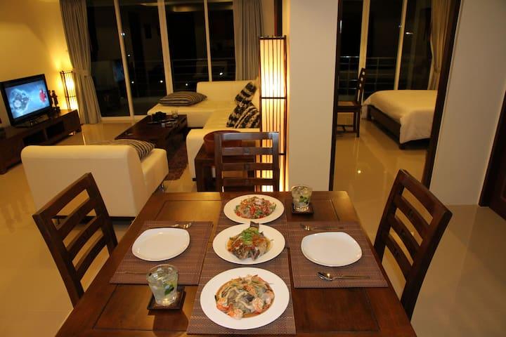 Luxurious Pool & Sea View Apartment