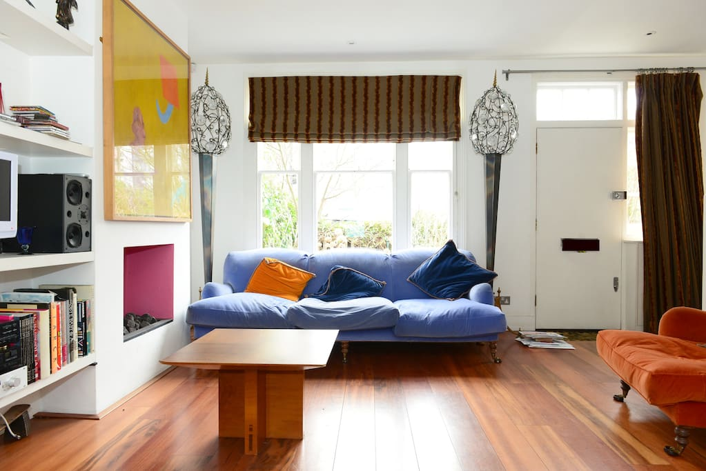 Colourful designer pad with patio maisons louer for Maison pad