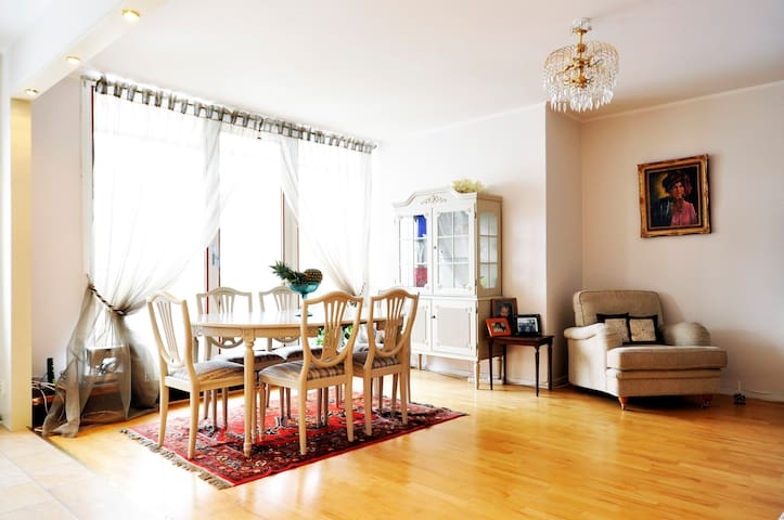 Room to rent 15 min from Stockholm!