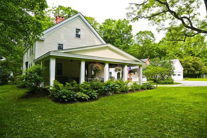 Modern Farmhouse Retreat on Maple Hill
