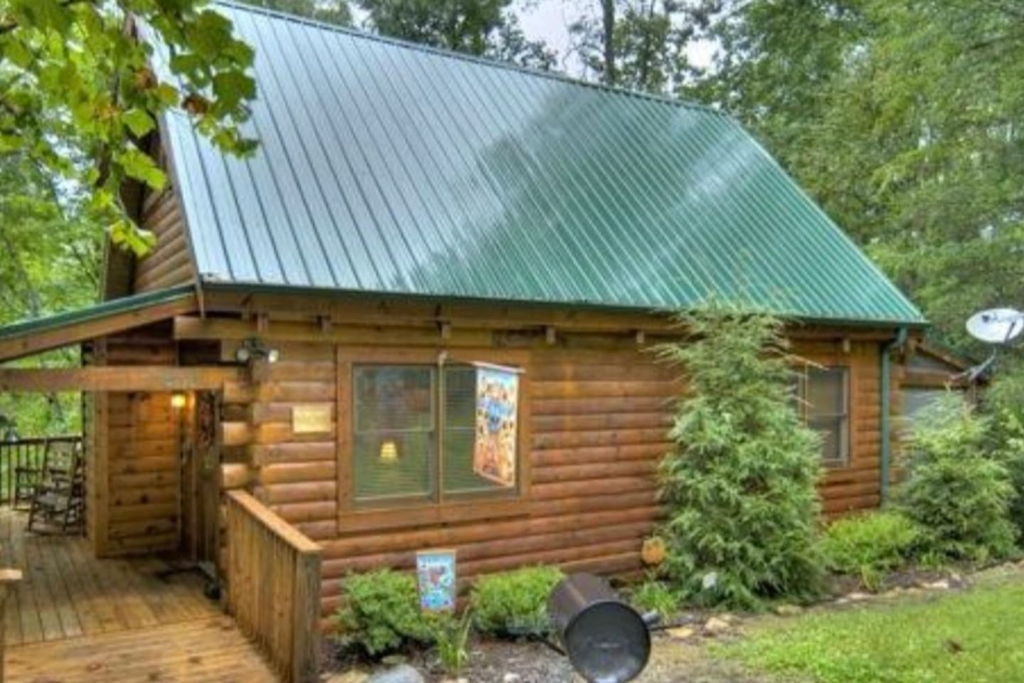Private log cabin with Mountain View 1.3 miles from downtown Gatlinburg