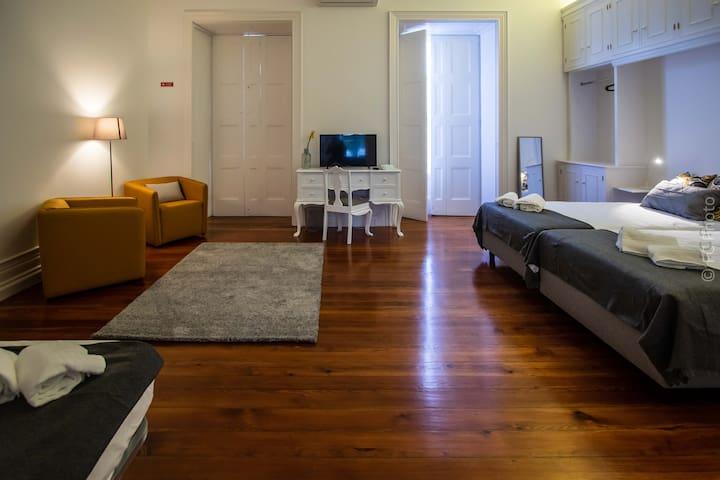"""Ao Mercado CC Guest House 3""-WC Privativo Externo"