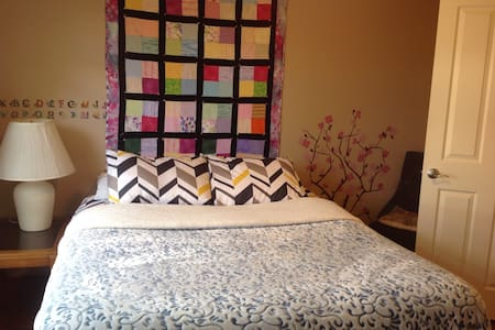 Quiet queen bed/private bath next Intel/Orenco - Hillsboro - Rumah