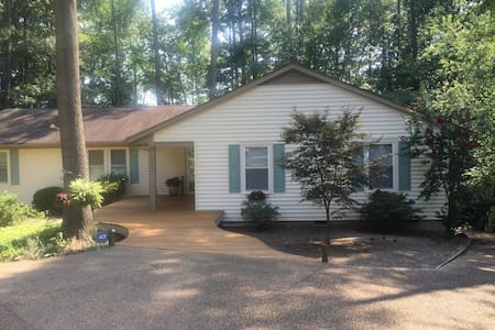 Handicapped home on lake sleeps 8 - Henrico - Dom