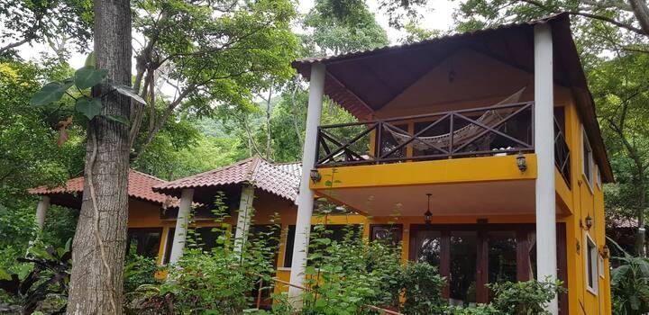 Villa de 3 habitaciones en Laguna de Apoyo