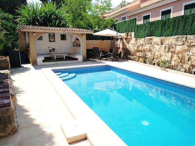 Precioso semisótano de chalet con piscina y garaje