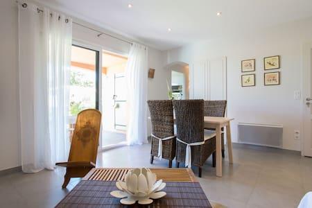 Appartement rez de jardin + piscine - Biot