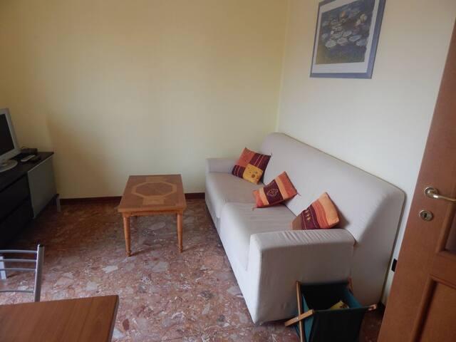 Attico comodo ad ospedale e centro - Parma - Apto. en complejo residencial