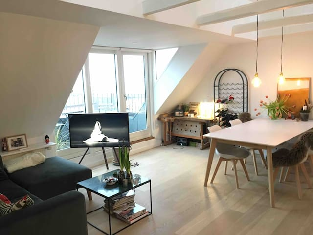 Modern apartment, great location and lovely view!