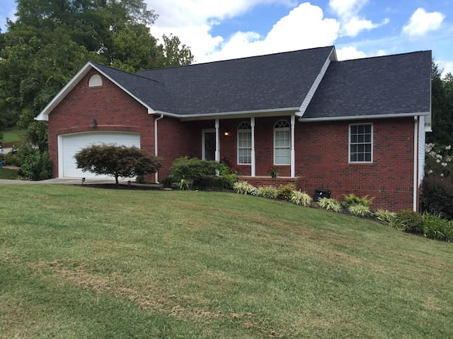 Three bed home 25 min. from Bristol Motor Speedway
