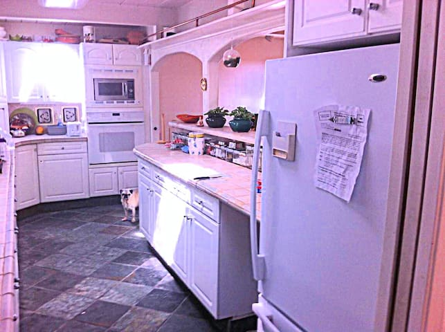 Guests are welcome to use the kitchen microwave, fridge, and oven.  Recycling goes right out through the wall!