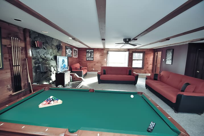 Cabin Rental: Grand Summit - 6Bed HotTub/Game Room
