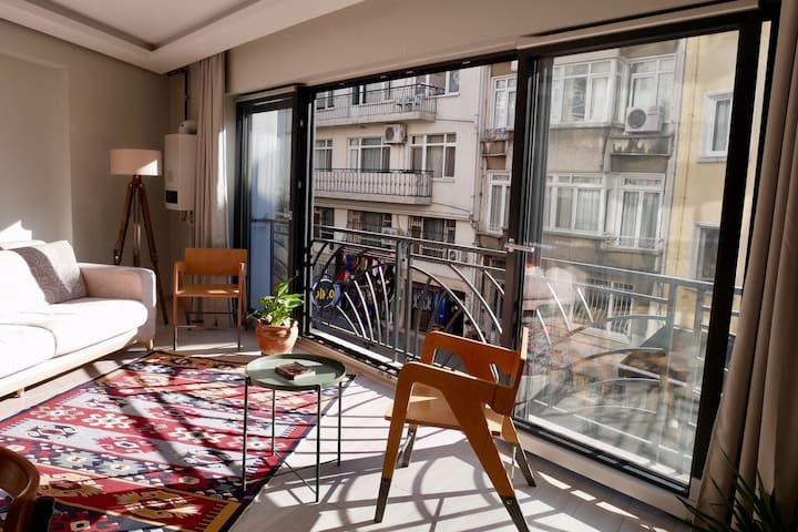 Bright central apartment, at Kadikoy market!