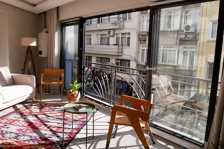Bright central apartment, at Kadikoy market!