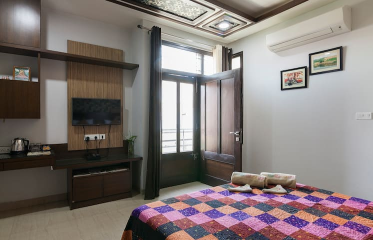 Homestay Rooms & Indian Cooking School