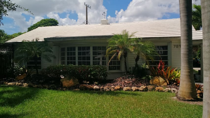 Palm Cottage - Lake Worth