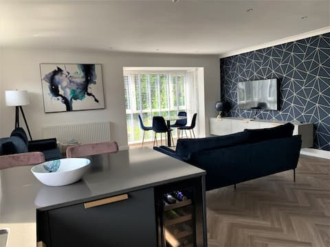 Sandbanks Oasis; Two Bedroom; Two Bath metres from the beach; sea glimpses