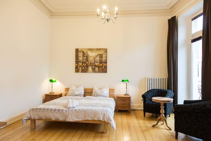 3 Zimmer-Südstadt-Wohnung im Gründerzeithaus - Bonn - Lejlighed
