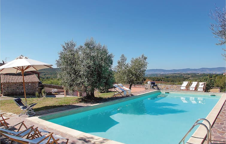 Amazing home in Montegabbione TR with WiFi, Outdoor swimming pool and 6 Bedrooms