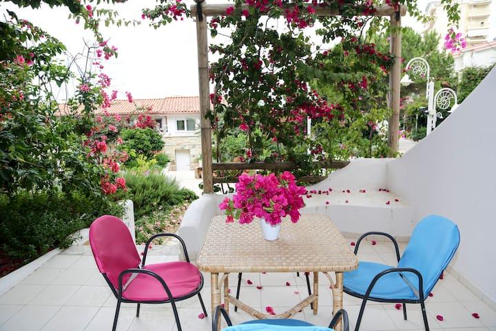 Bellavista - Two Bedroom Apartment with Patio