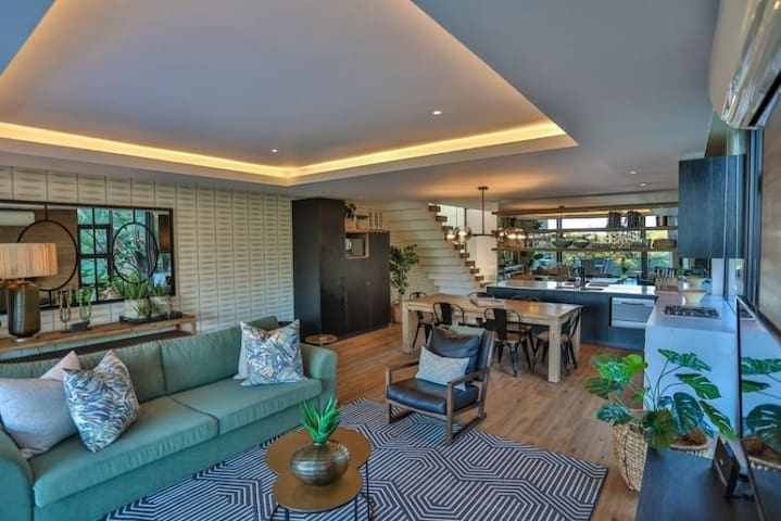 Modern, Secluded Villa in Zimbali with free WiFi