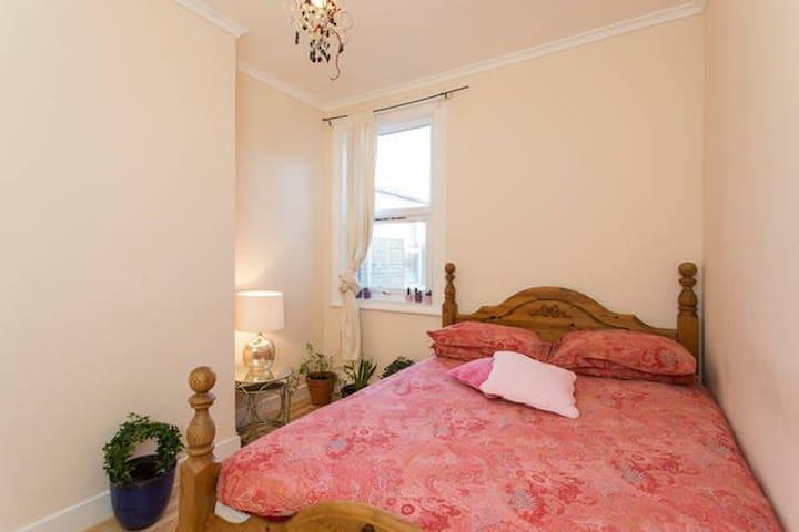 London Leyton dbl room garden house