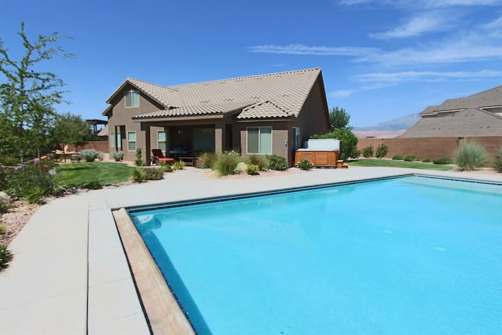 A Dunes Oasis ~ Custom  home w/private pool, near Sand Hollow