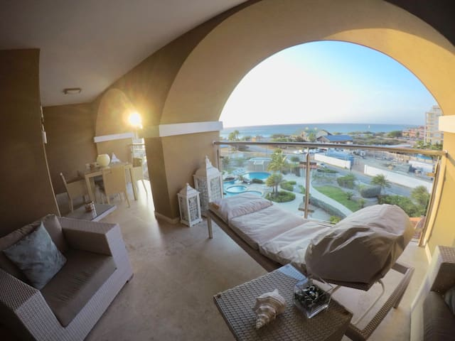 Astonishing Eagle Beach Top Floor View Condo