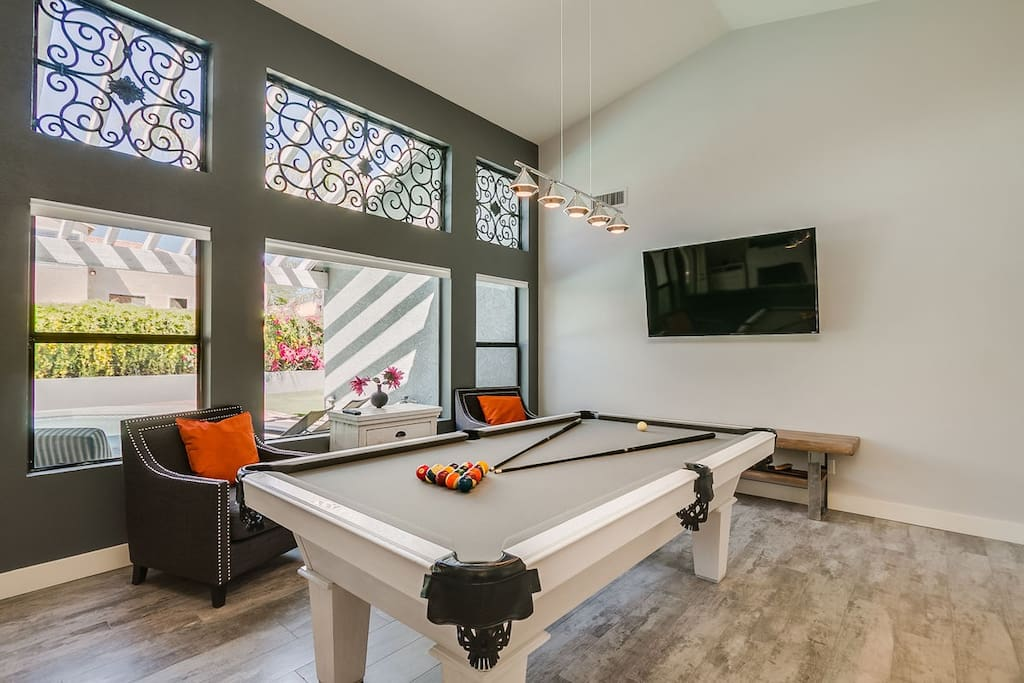 """8' Pool Table with 60"""" Flat Screen."""