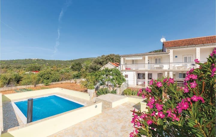 Nice home in Vinisce with WiFi and 2 Bedrooms