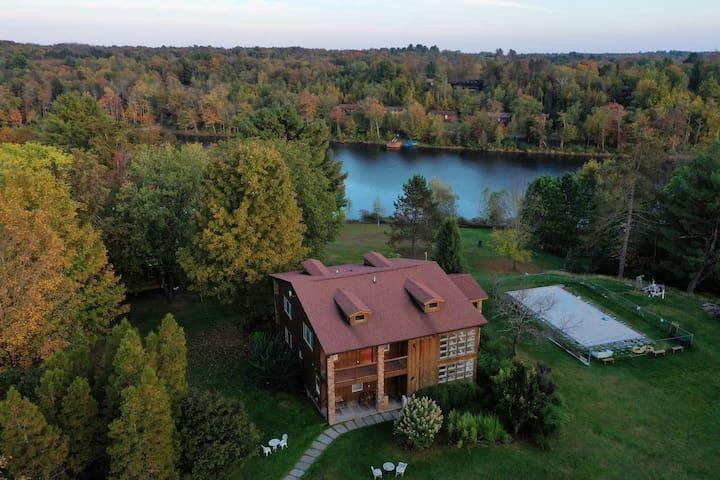 The Catskills Estate at the Swan Lake