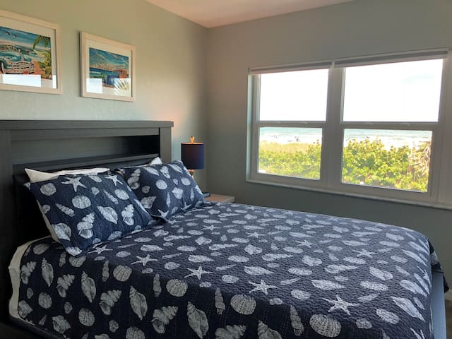 RARE 3BR! DIRECT OCEANFRONT CONDO- Don't miss out!