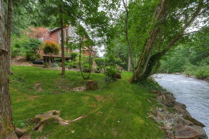Beautiful park-like 3.5 private acres- all yours to enjoy!